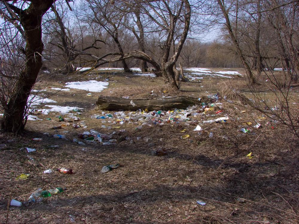 Горы пластиковой тары